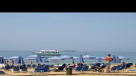plaża przed hotelem piaszczysta i szeroka, nieopodal plaża nudystów :P