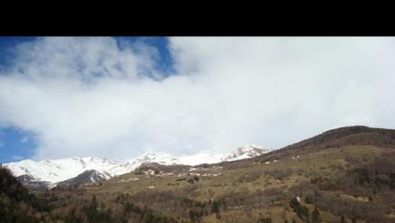 Widok z okna hotelu Gran Zebru
