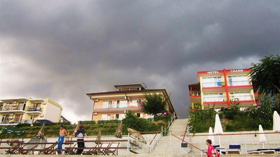 Hotel- widok z tarasu.