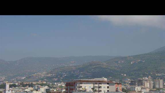 Panorama miasta z okien restauracji