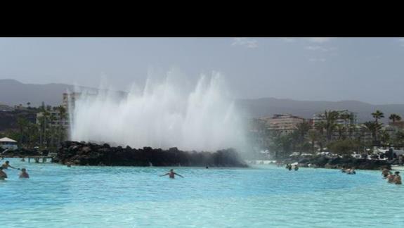 Kompleks basenów z których korzystają goście hotelowi