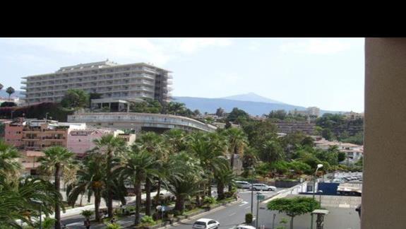 Widok z pokoju w prawo na wulkan