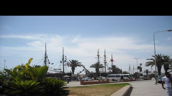 stąd można wpłynąć na krótki rejs z piratami