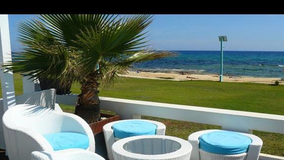 weranda hotelowa z widokiem na morze