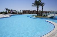 Hotel Magawish Village Resort - większy basen - baaaardzo czysty i przez większość dnia pusty!