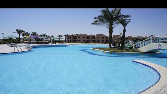 większy basen - baaaardzo czysty i przez większość dnia pusty!