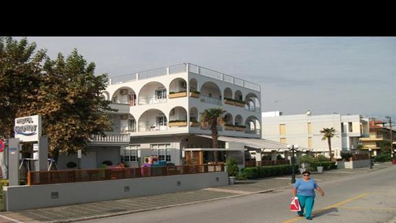 Hotel Kronos widziany z ulicy