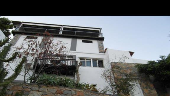 widok na jeden z bungalowów