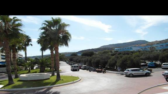 teren przed wejsciem do hotelu