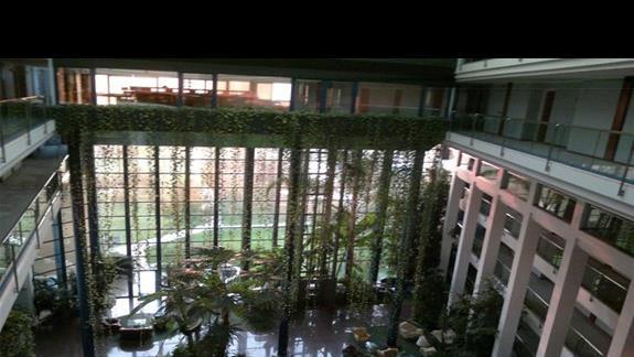 ogrodowe wnetrze hotelu