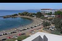 Hotel Sunrise - Widok z pokoju za pozostałą część hotelu i na plażę.