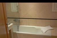 Hotel Mitsis Blue Domes Exclusive Resort & Spa - Lazienka w pokoju rodzinnym.