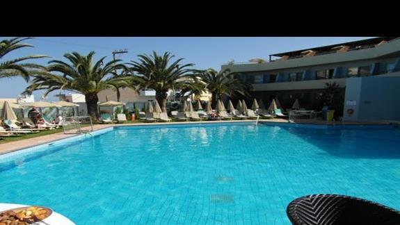 Hotel Minos - basen główny