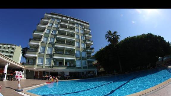 basen i hotel