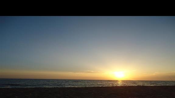 zachód słońca na plaży Kleopatry