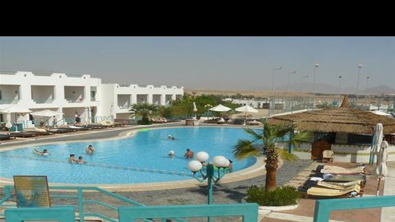 Pierwszy z dwóch basenów w hotelu