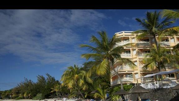 glowny budynek z kawalkiem plazy