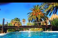 Hotel Holiday Garden - mostek nad basenem hotelowym