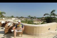 Hotel Coral Beach - Przed hotelową restauracją