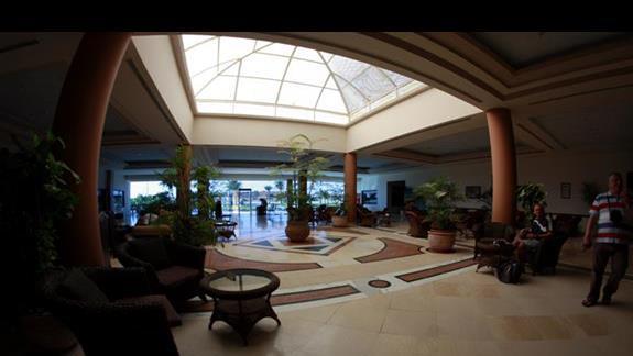Lobby w hotelu Three Corners Triton Sea Beach