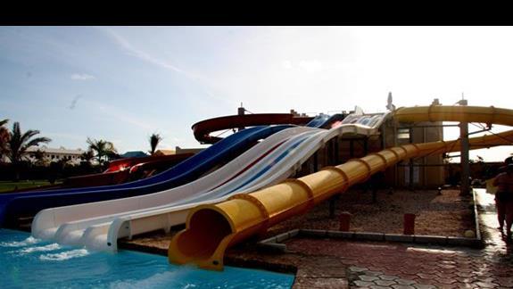 Zjeżdżalnie w hotelu Three Corners Triton Sea Beach