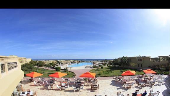 Front view w hotelu Three Corners Fayrouz Plaza Beach Resort