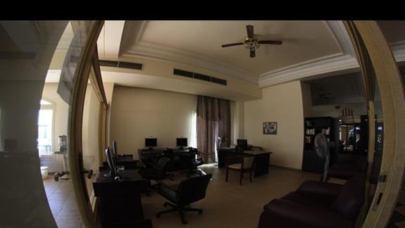 Kafejka internetowa w hotelu Brayka Bay