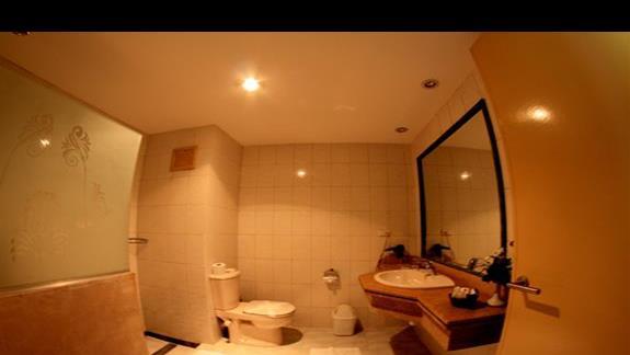 Łazienka w pokoju standardowym w hotelu Brayka Bay