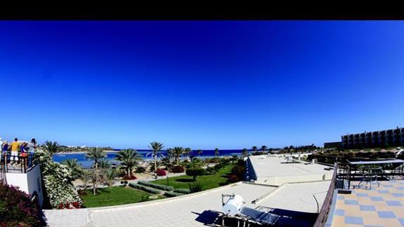 Widok z tarasu w hotelu Royal Brayka Resort