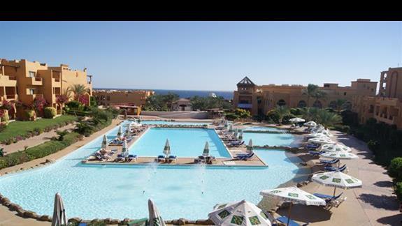 Basen hotelu Rehana Royal Beach