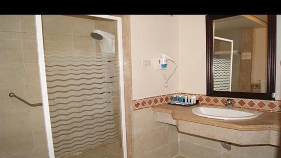 Łazienka w pokoju hotelu Rehana Royal Beach