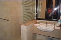 Hotel Rehana Sharm Resort - Lazienka w pokoju hotelu Rehana Sharm Resort