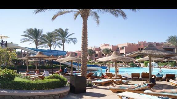 Basen ze zjezdzalniami w hotelu Rehana Sharm Resort