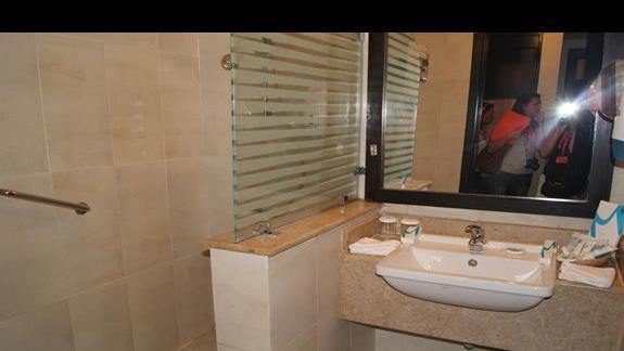 Lazienka w pokoju hotelu Rehana Sharm Resort