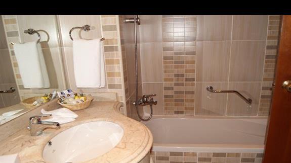 Łazienka w pokoju hotelu Tropicana Grand Azure