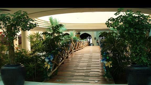 Mostek w lobby hotelu Savoy