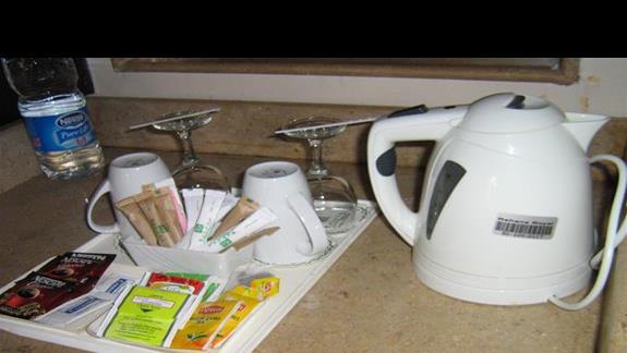 Kacik herbaciany w pokoju  w Hotelu Rehana Royal