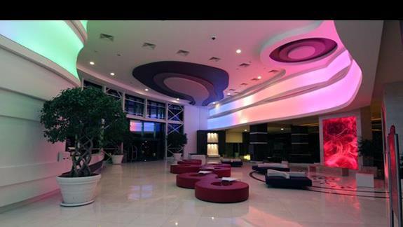 lobby i recepcja nocą