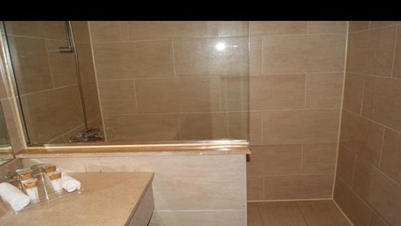 Łazienka w pokoju hotelu Jaz Mirabel Park
