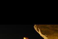 Hotel Globus - meżczyzna grający na instrumencie podbnym do kobzy na murach starego  Nesebaru