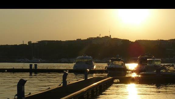 zachód słońca w porcie -  stary Nesebar
