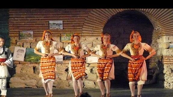 pokaz tanców ludowych w starym Nesebarze