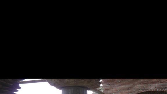 wnetrze ruin jednego z kościołow w starym Nesebarze