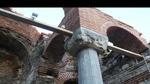 murdy ruin jednego z kościołow w starym Nesebarze