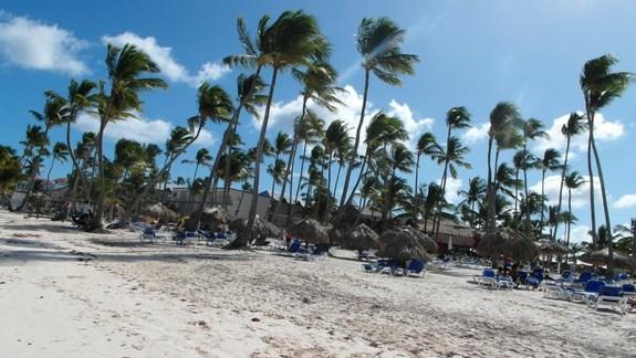 hotelowa plaża, ktora ciągnie się kilometrami