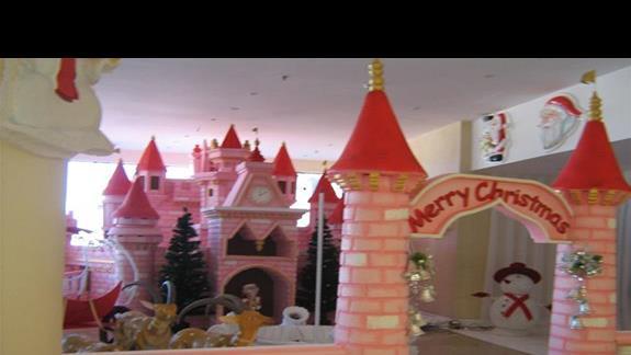 Dekoracje świąteczne w holu Hotelu Savoy