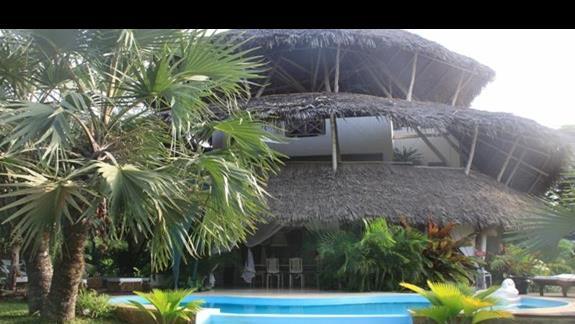 bungalow z prywatnymi basenikami