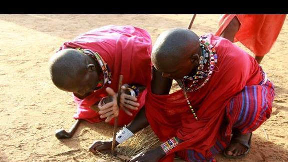 ognisko w wiosce Masajów