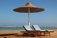Hotel Coral Beach - Leżaki na plaży