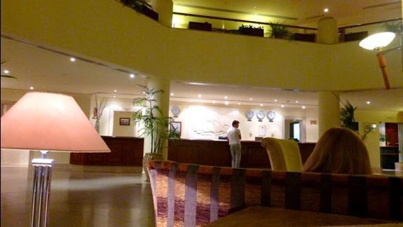 Lobby hotelowe bylo przytulne i ciche. Bardzo mile miejsce do saczenia drinków z pobliskiego baru.